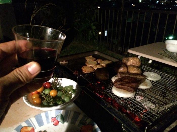 BBQ片手ワイン